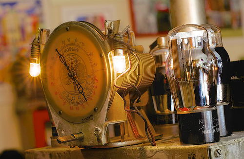 Before the transistor, microchip, internet or television, there was … the vacuum tube (1/100)