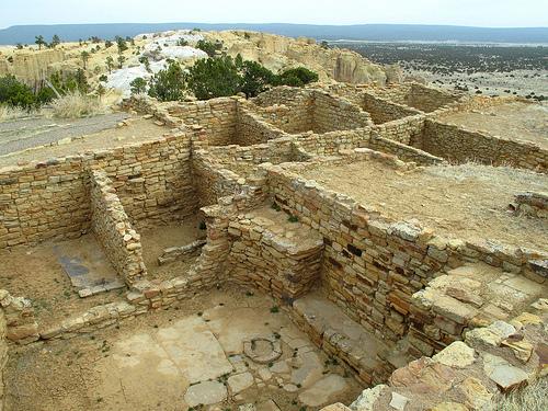 Square and round kiva ruins
