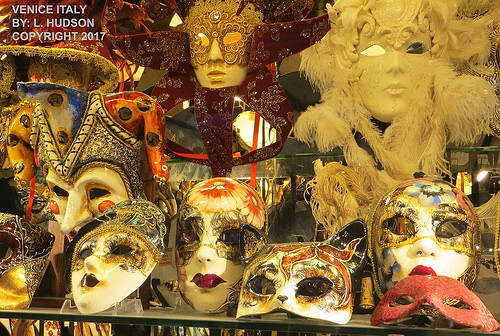 MASKS IN VENICE SHOP