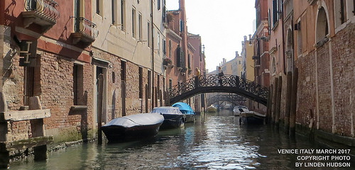 VENICE ITALY WALK OVER BRIDGE