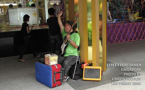 STREET PERFORMER - SINGAPORE