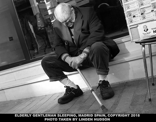 MADRID - ELDERLY MAN SLEEPING - B&W