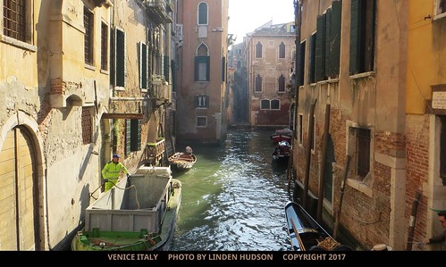 A TYPICAL ALLEY IN VENICE ITALY