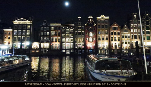 AMSTERDAM DOWNTOWN AT NIGHT - 2019